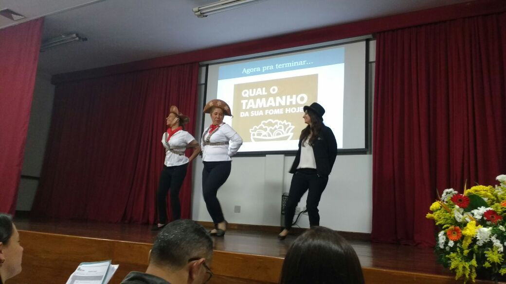 Equipe apresentando projeto no Grande Encontro HMT